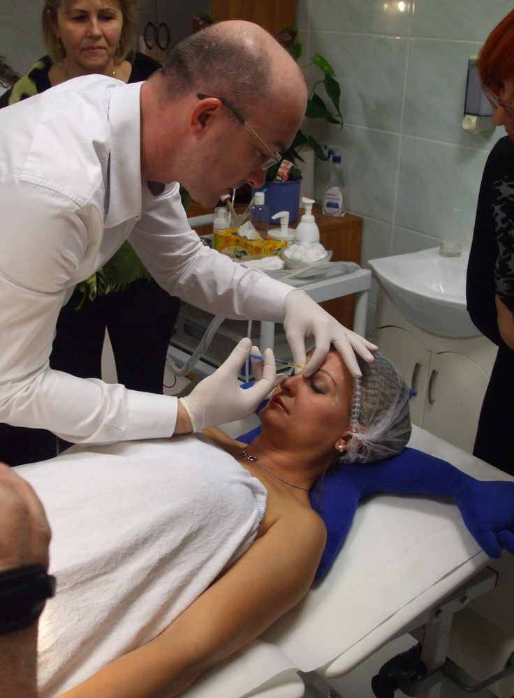 Botox-kezelés bemutató az iLife esztétikai központban 2014. november 21-én.